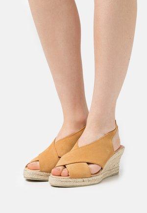 CROSSED PLATFORM  - Wedge sandals - brown