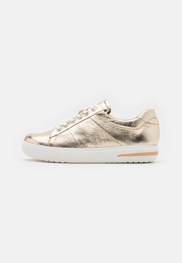WOMS  - Sneakers laag - light gold metallic