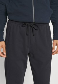 Marc O'Polo - FRONT AND BACK POCKETS - Tracksuit bottoms - phantom fear - 5