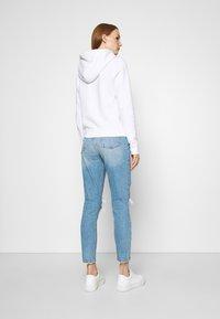 Abercrombie & Fitch - KNEE CURVE LOVE  - Jeans Skinny Fit - blue denim - 2
