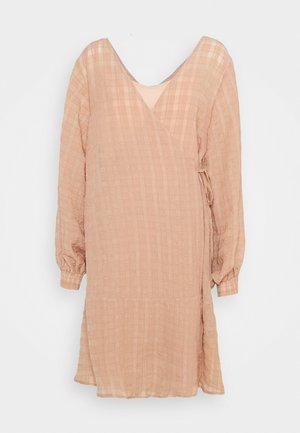 LCRIVA WRAP DRESS - Day dress - sesame