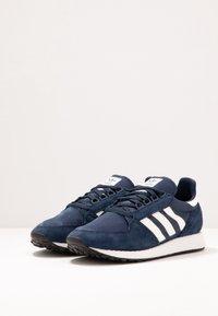 adidas Originals - FOREST GROVE - Sneakers basse - collegiate navy/cloud white/core black - 2