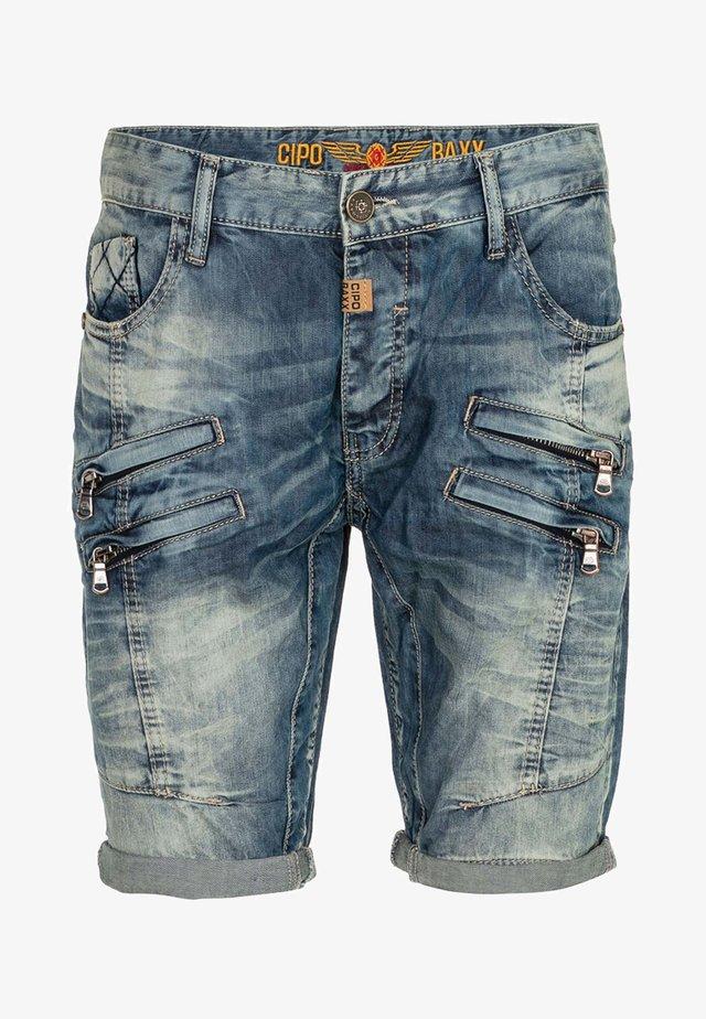 CAPRI MIT ZIER-NÄHTEN - Denim shorts - blue
