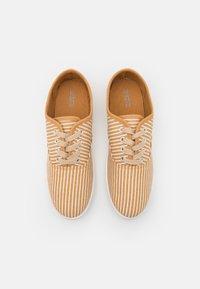 CALANDO - Sneakers basse - beige/white - 5