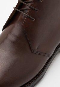Grenson - WENDELL - Botines con cordones - dark brown - 5