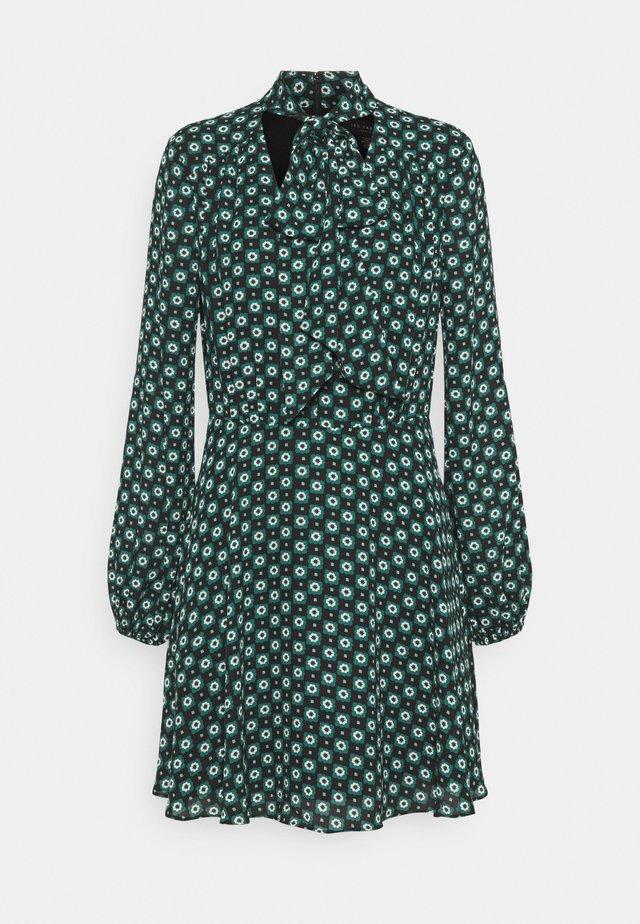 DOLLEY - Denní šaty - green