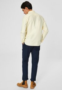 Selected Homme - NOOS - Shirt - mellow yellow - 2