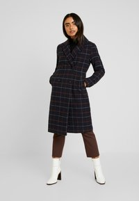 ONLY Petite - ONLNEW LOUISIANNA CHECK COAT - Classic coat - night sky - 0