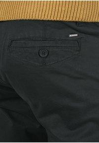 INDICODE JEANS - Chino kalhoty - black - 5