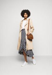 Polo Ralph Lauren - Zavinovací sukně - navy/cream - 1