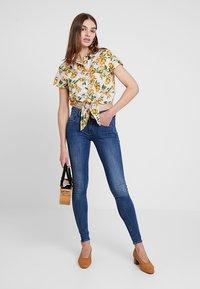 G-Star - LYNN MID SUPER SKINNY  - Jeans Skinny Fit - faded blue - 2