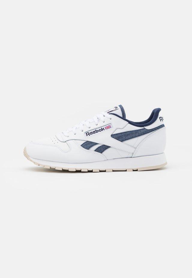 CL LTHR - Sneakersy niskie - white/vector navy/stucco
