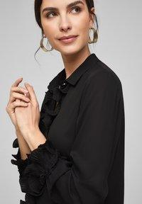 s.Oliver BLACK LABEL - MET GEPLOOIDE VOLANTS - Button-down blouse - black - 3