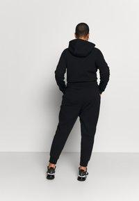 Nike Sportswear - Pantalones deportivos - black/black/white - 2