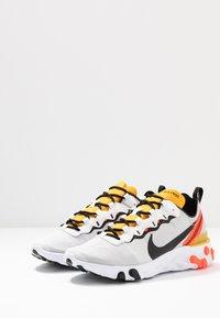 Nike Sportswear - REACT - Sneakersy niskie - white/black/bright crimson/universe gold - 3