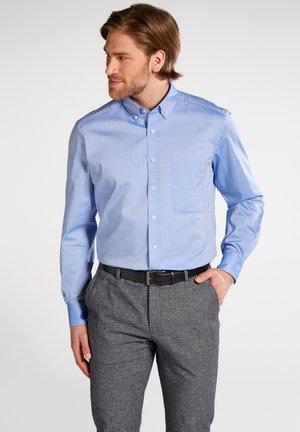 COMFORT FIT - Overhemd - hellblau