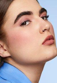 MAC - EYE BROWS BIG BOOST - Eyebrow gel - stud - 0