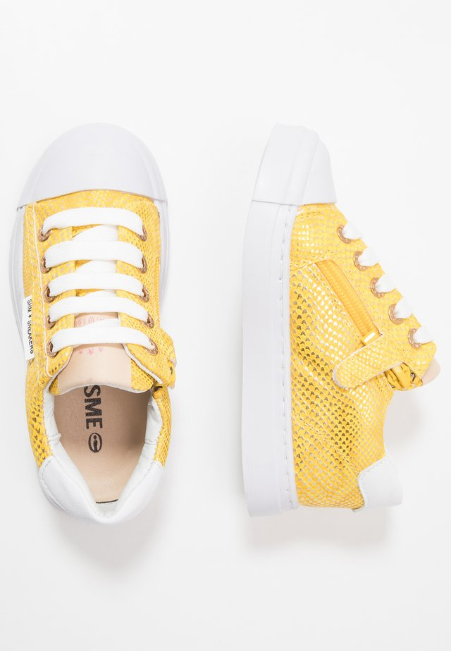 TRAINER - Matalavartiset tennarit - yellow