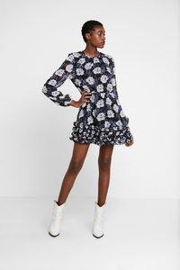 Stevie May - NIGHT TRAIN MINI DRESS - Denní šaty - dark blue - 2
