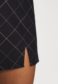 Abercrombie & Fitch - PLAID MINI SKIRT - Mini skirt - black - 5