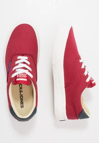 Jack & Jones Junior - JRMORK - Sneakers laag - red dahlia - 0