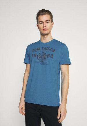 LOGO TEE - T-shirt med print - diva blue white melange