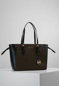 MICHAEL Michael Kors - VOYAGER TOTE - Handbag - brown - 0