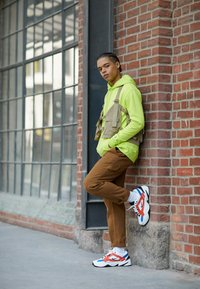 Nike Sportswear - M2K TEKNO - Sneakersy niskie - summit white/black/team orange/mountain blue - 6