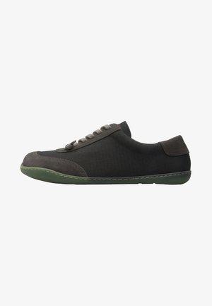 Sneakers laag - grün