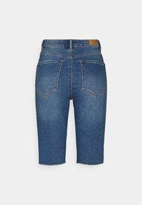 Vero Moda Tall - VMLOA FAITH  - Shorts di jeans - medium blue denim - 1