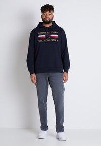 Tommy Hilfiger - B&T MADISON STR AMES  - Straight leg jeans - grey denim - 1