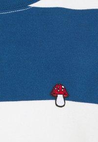 Levi's® - HEAVYWEIGHT ROADTRIP TEE - T-shirt con stampa - alyssa/estate blue - 6