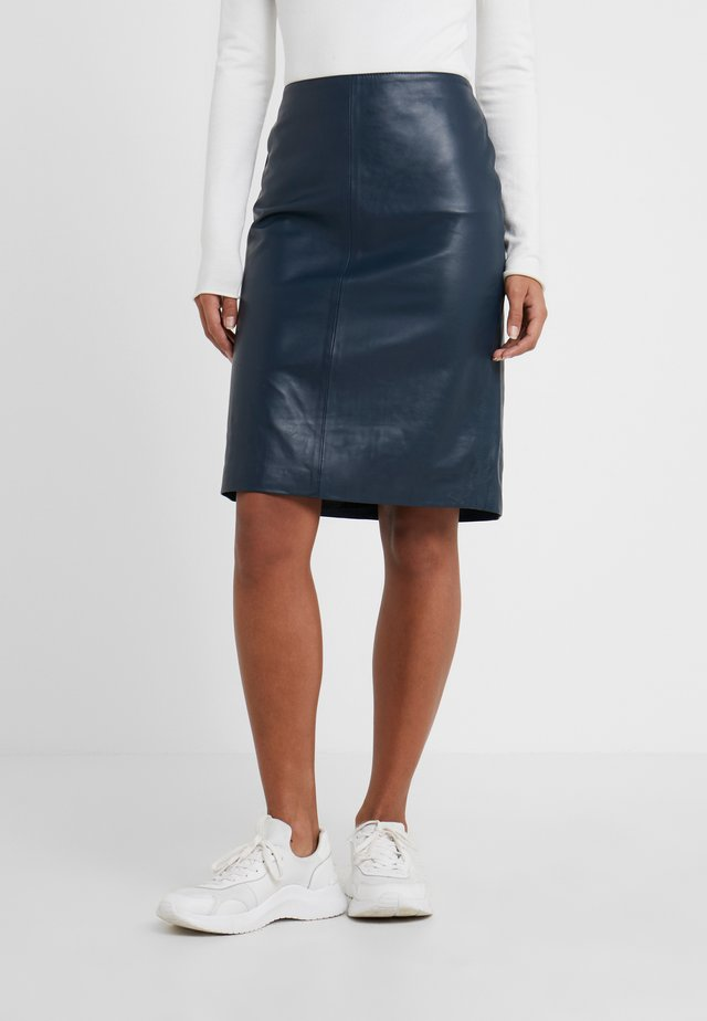HANNA LEATHER PENCIL - Leather skirt - dark blue