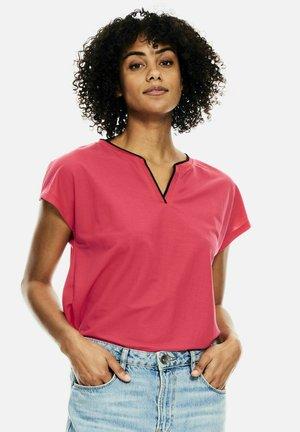 Basic T-shirt - fiery pink