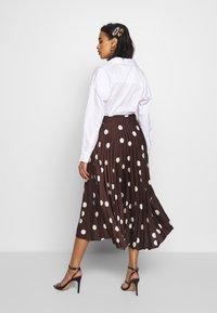 Who What Wear - THE PLEATED WRAP MIDI SKIRT - Áčková sukně - brown - 2