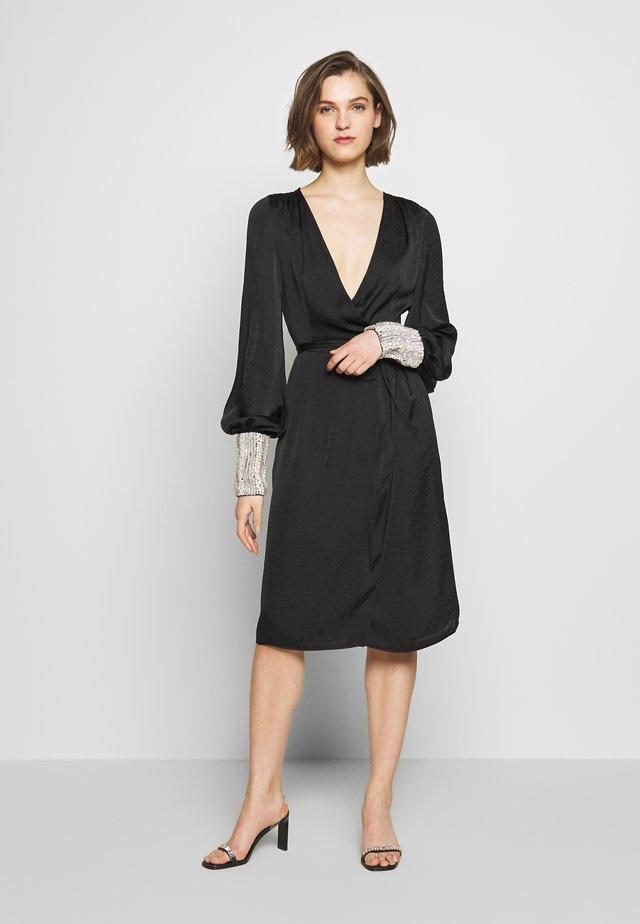 PEARL WRAP DRESS - Cocktailkjole - black/pearl