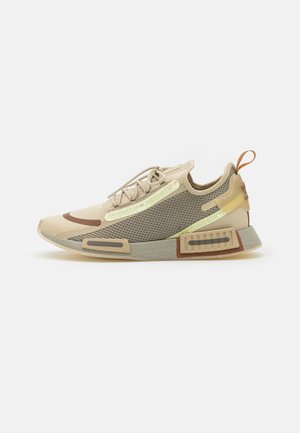 NMD_R1 SPECTOO UNISEX - Sneakersy niskie - savannah/fear grey/yellow