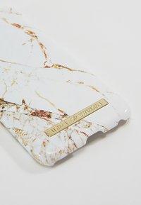 iDeal of Sweden - FASHION CASE MARBLE - Handytasche - carrara/gold-coloured - 2