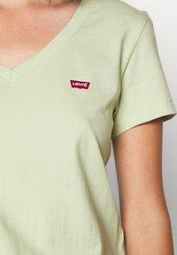 Levi's® - PERFECT VNECK - T-shirts - greens - 5