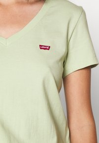 Levi's® - PERFECT VNECK - Camiseta básica - greens - 5