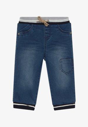 NBMBOB PANT - Zúžené džíny - medium blue denim