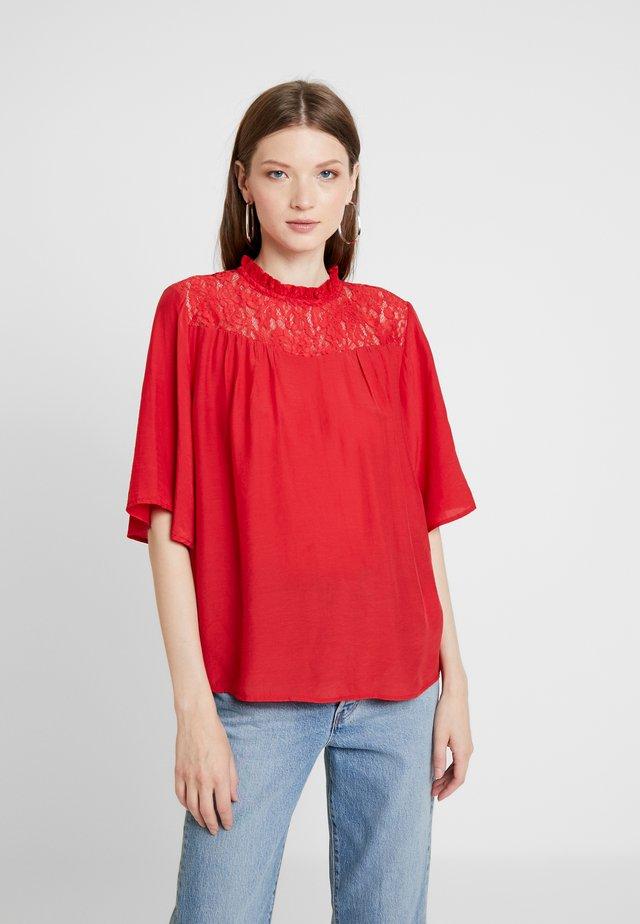 ONLNOMADY - Blusa - flame scarlet