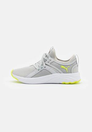 SOFTRIDE SOPHIA UNISEX  - Obuwie do biegania treningowe - gray violet/yellow glow