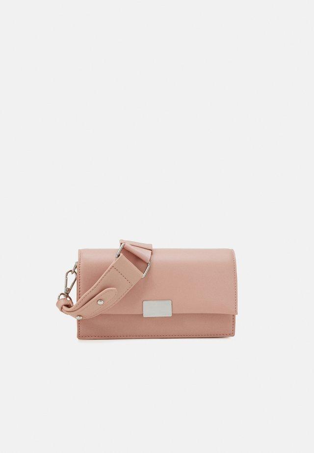 SARA BAG - Peněženka - pink