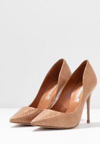 L'INTERVALLE - TEEVA - High heels - yango lajara - 4