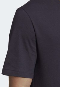 adidas Performance - ESSENTIALS PLAIN T-SHIRT - Basic T-shirt - black - 6