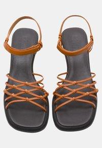 Camper - Sandaalit nilkkaremmillä - braun - 1