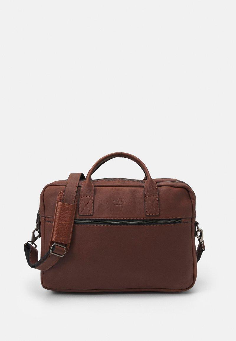 Still Nordic - CLEAN BRIEF ROOMS UNISEX - Briefcase - brown