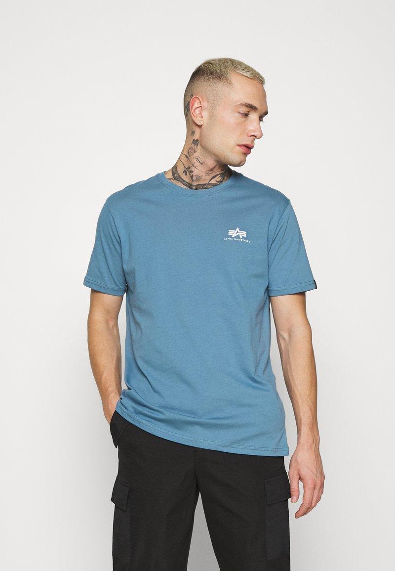 Alpha Industries - BASIC SMALL LOGO - Basic T-shirt - airforce blue