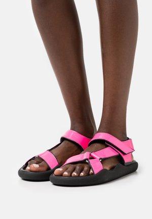 FLAT STRAP - Sandály - neon pink